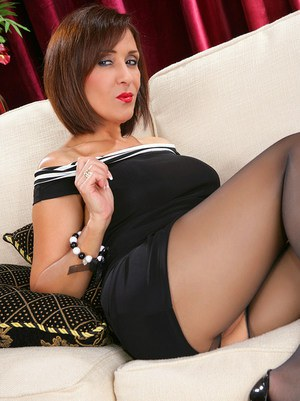 The most delicious looking MILF Roni want your immediate attention here