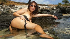 The most delicious looking MILF Roni want your immediate attention