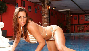 Booty milf Linsey Dawn McKenzie posing at the pool and showing her pussy