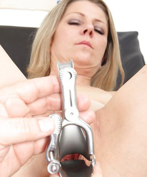 Slut with small tits and shave pussy visited a doctor to check out pussy