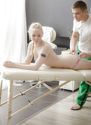 Fantastic girl with an amazing ass Tori enjoys a relaxing massage