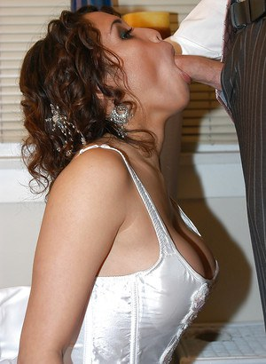 Coed Latina Renae Cruz is enjoying an hard cock inside of her mouth