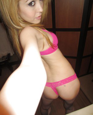 Blonde chick with big tits Tiffany Fox is showing her ass in pink underwear
