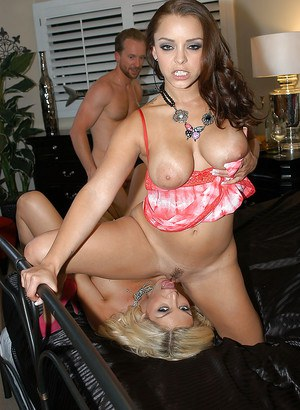 Reverse gangbang with beautiful Evita Pozzi and sexy Liza Del Sierra