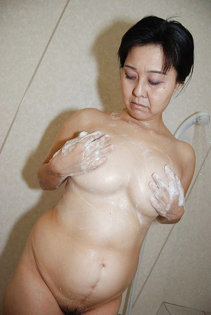 Wet pussy of a tiny tits Asian milf Mako Anzai shown in close up