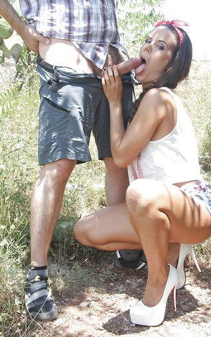 Outdoor blowjob done by a hot Latina girl Gala Brown in high heels