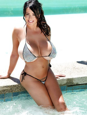 Bikini model with big tits Leanne Crow shows her perfect ass
