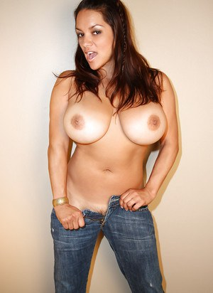 Gorgeous milf with big tits Monica Mendez shows off in jeans