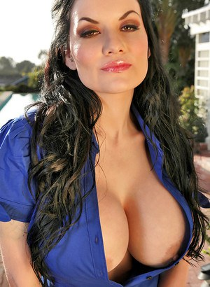 Dahila Dark dose some outdoor posing and shows off her big tits