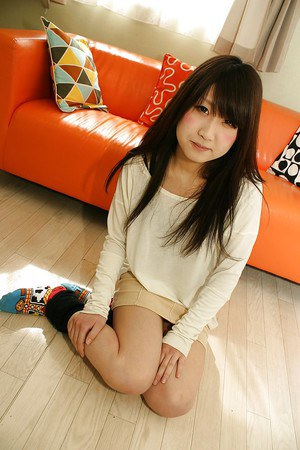 Upskirt posing from an brunette Asian teen chick Maki Hagita