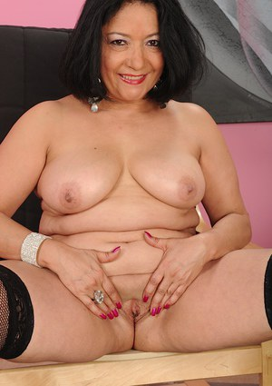 Big tits mature fatty Isis Fajardo poses in her sexy stockings
