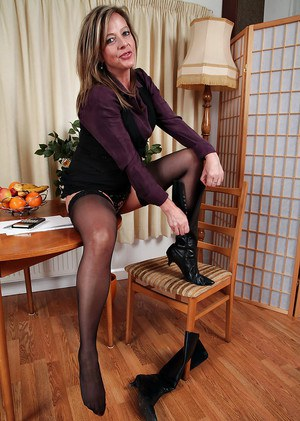 Silky Thighs Lou demonstrates her mature saggy tits in stockings