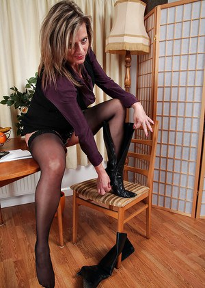 Silky Thighs Lou shows off her mature body in sexy stockings