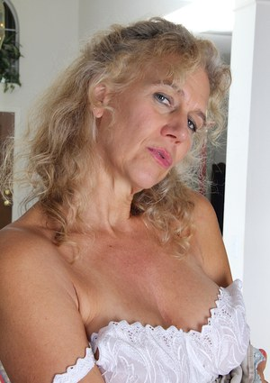 Close up masturbating session features an hairy pussy of mature babe Cally Jo