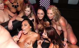 Esmi Lee, Tiffany Taylor, Brooke Wylde, Gianna Nicole, Sasha Summers in a groupsex