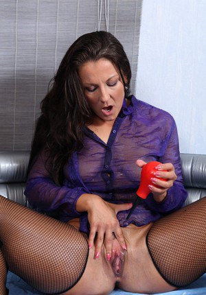 Close up pissing scene with a wonderful brunette milf Valentina Ross