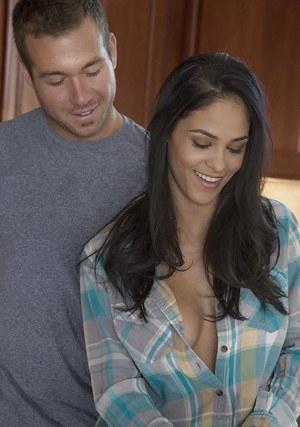Latina Brunette Jasmine Caro enjoys a hardcore sex on the kitchen