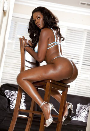 Naomi Banxxx shows off her Ebony big tits and ass in lingerie