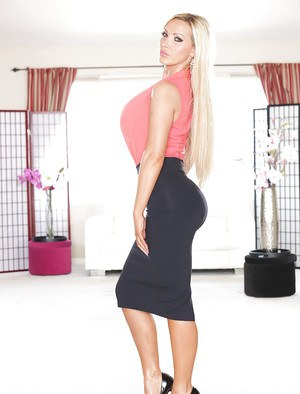 Milf pornstar with big tits Nikki Benz shows off while undressing