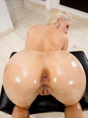 This horny blonde girl Anikka is spreading her pussy wide