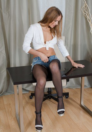 Hot babe Sabrina Moor is pissing in her tight black pantyhose