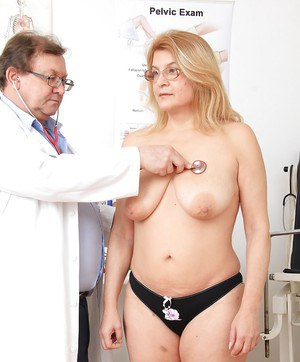 Gonzo fatty Jitule has her mature cunt examined by her doctor