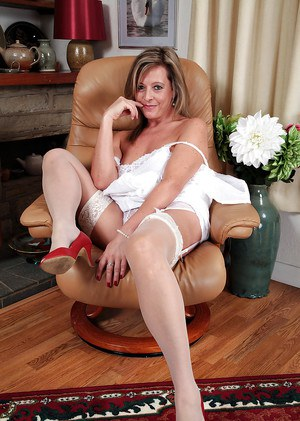 Mature fatty Silky Thighs Lou shows off in her white stockings