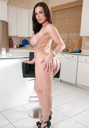 Milf babe with slim long legs Kendra Lust shows off big tits