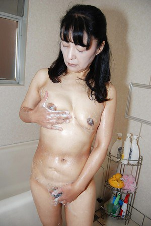 Kiyoe Majima teases her wet Asian pussy while taking a bath