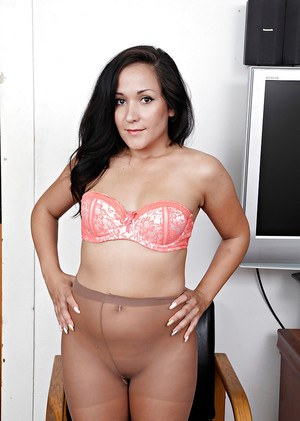 Brunette Latina Serenity Knox teases her mature pussy in pantyhose