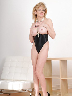 Blonde mature with big tits Lady Sonia takes part in a fetish posing scene