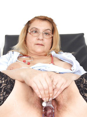 Close up masturbating scene features mature fatty Jitule and her gyno tool