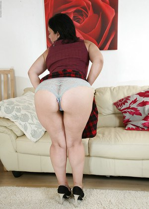Masturbating mature chick Louise Bassett teases her pussy in panties