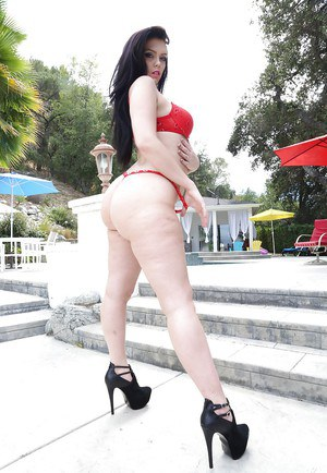 Big tits babe Ryon Cherry teases her big ass while outdoor