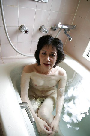 Asian milf Michiyo Fukumoto shows off her tiny tits while in bathroom