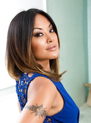 Asian babe Kaylani Lei teases her milf pussy while in lingerie