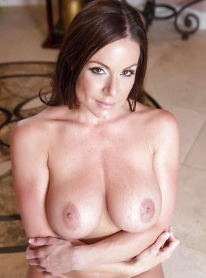 Big tits milf mom with brunette hair Kendra Lust dose a titjob