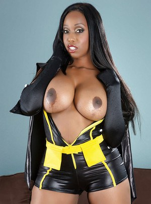 Ebony babe Codi Bryant reveals her big tits and stunning ass