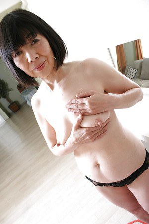 Mature Asian Mitsuyo Morito reveals her hairy pussy and saggy tits