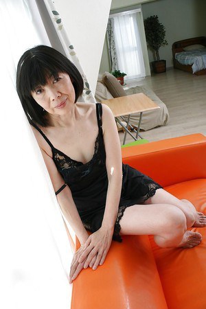 Close up undressing scene features Asian mature Mitsuyo Morita