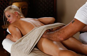 Hardcore fuck after a relaxing massage features milf Holly Heart