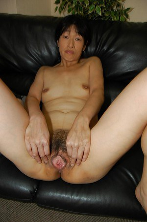 Asian milf with hairy pussy Chie Kaneko is masturbating in close up