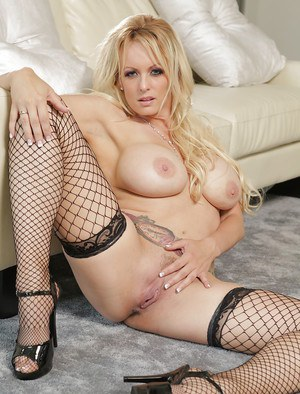 Big tits tattooed pornstar babe Stormy Daniels shows her milf ass