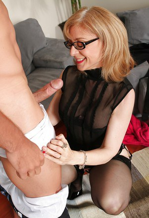 Mature mom with blonde hair Nina Hartley dose blowjob in glasses