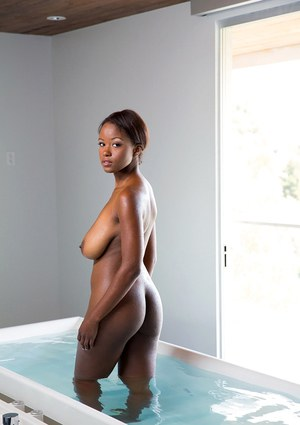 Ebony babe with perfect ass Jezabel Vessir poses in her bath