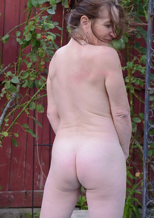 Mature slut Anna teases her shaved pussy and tight ass outdoor
