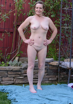 Outdoor masturbating scene features mature lady with tight ass Anna