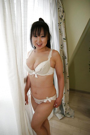 Saggy tits of an Asian milf Ayako Shibahara shown in close up