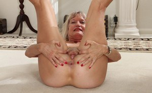 Blonde granny Lisa Cognee reveals her old ass and saggy tits