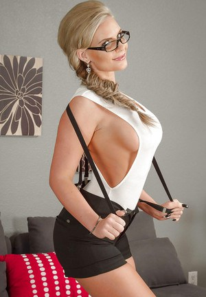 Busty milf in glasses Phoenix Marie is showing off her big ass